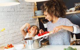 طرق لتشجيع طفلك على تناول الطعام الصحي