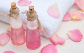 روتين يومي لتنظيف البشرة بماء الورد