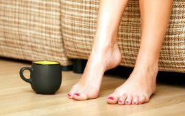 5 وصفات طبيعية للتخلص من تشقق القدمين