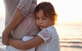 """معالجة نفسية توضح لـ""""غالية"""" الفرق بين الحزن والإكتئاب عند الأطفال"""