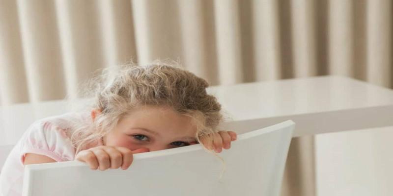 10 نصائح للتغلب على خجل طفلك