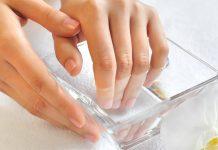 6 وصفات طبيعية للتخلص من إصفرار الأظافر
