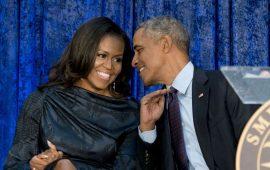 """أوباما يخلق الجدل بعد تصرفه """"الغريب"""" اتجاه زوجته"""
