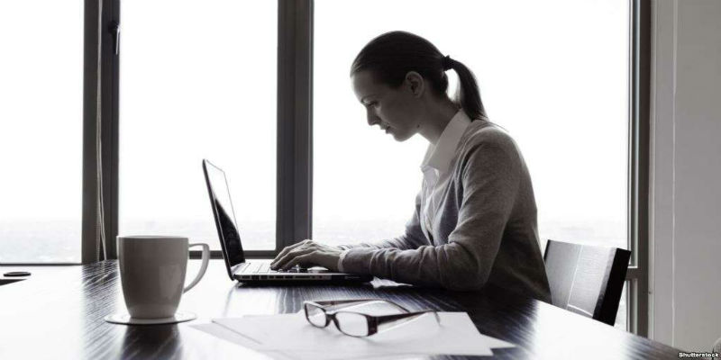 6 أخطاء ترتكبينها أثناء تطبيقك لمكياج العمل.. تجنبيها