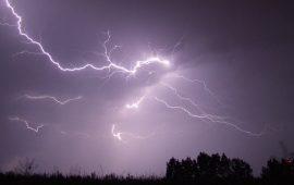 نشرة خاصة.. عواصف رعدية مصحوبة برياح قوية بهذه المناطق