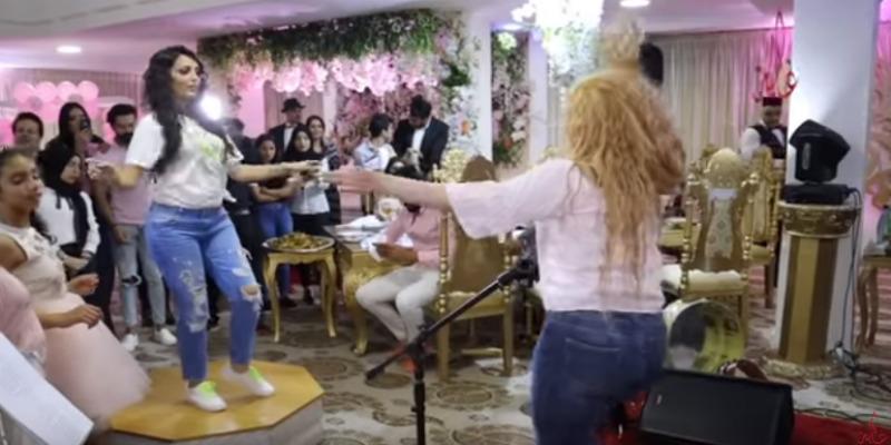 بالفيديو: في عيد ميلاد ابنتها.. مواجهة رقص مشتركة بين ابتسام بطمة والراقصة شاكيرا