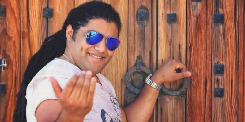 الفنان فريد غنام يتخلى عن شعره الطويل.. هل اختلف شكله؟