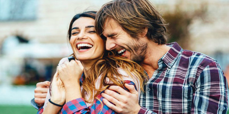 هل تعلمين أن سعادتك تُطيل عمر زوجك؟