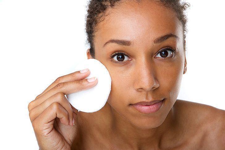 صورة اعتمدي هذه النصائح وتجنبي هذه السلوكات للحفاظ على جمال بشرتك