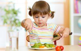 5 حيل لتشجيع طفلك على تناول الطعام الصحي