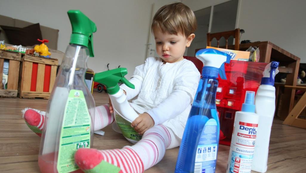 لإسعاف طفلك من تسمم مواد التنظيفأو الأدوية.. إليك هذه الطرق