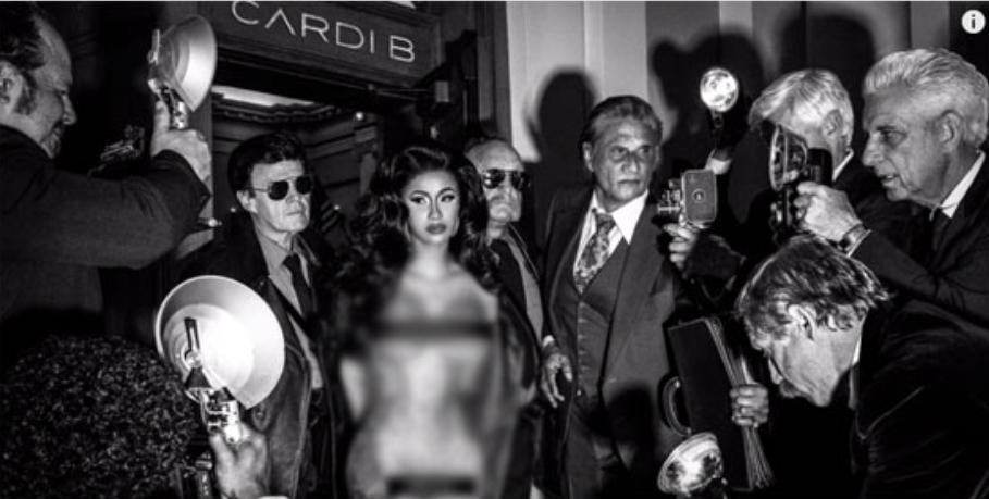 "Photo of ""كاردي بي"" تهين الصحافة بصورة عارية وتغطي منطقتها الحساسة بهذه الكلمة"