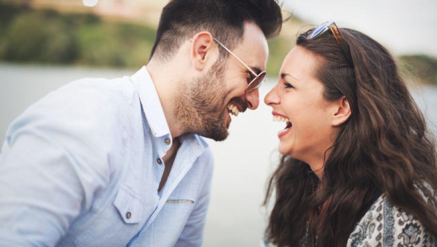صورة 11 دليلا يدل على حب شريك حياتك لك