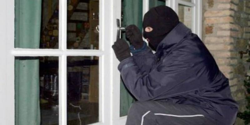 الصيف موسم السرقة.. نصائح لحماية منزلك من السرقة أثناء سفرك