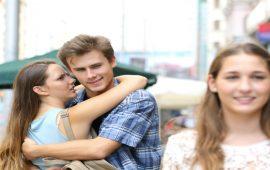 لماذا يحدّق زوجك بالنساء؟