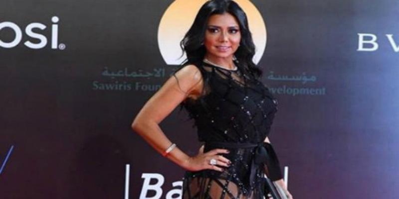 من جديد.. الممثلة المصرية رانيا يوسف تغضب الجمهور بلباسها الجريء