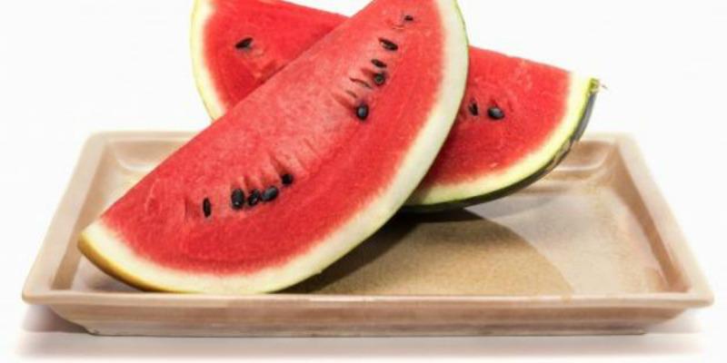 5 أسباب مقنعة تجعلك تتناولين البطيخ يوميا خلال الصيف