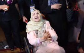 """مؤثر.. فاطمة الركراكي بـ """"التكشيطة"""" وترقص فرحا فوق الكرسي المتحرك وتشكر المغاربة- فيديو"""