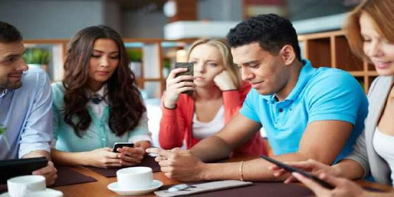 Photo of دراسة حديثة: إدمانك على الهاتف المحمول يصيبك بهذا المرض