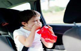 كيف تجنبين طفلك الشعور بالغثيان أثناء السفر؟