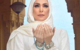 بعد ارتدائها للحجاب.. أمل حجازي توجه رسالة لجمهورها من الأراضي المقدسة