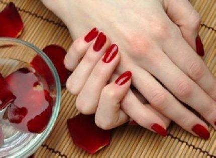3 وصفات سهلة لتبييض اليدين