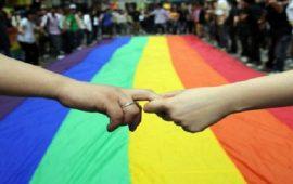 بالفيديو.. إعلامي يصدم متتبعيه بمثليته الجنسية