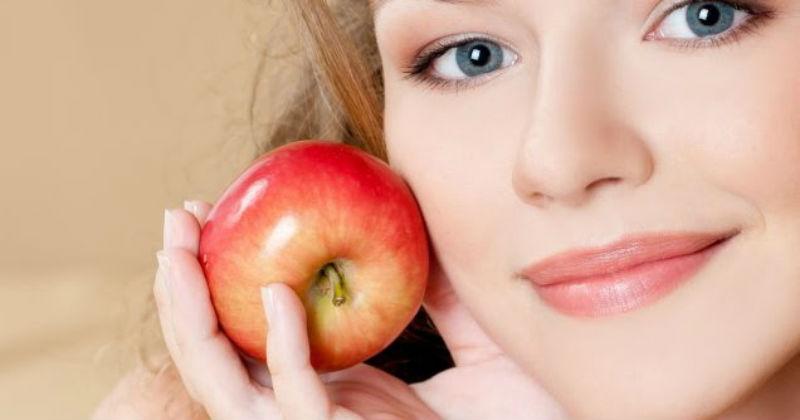خلطة التفاح للحصول على خدود وردية وممتلئة