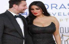 من جديد.. أحمد الفيشاوي يتبادل القُبل مع زوجته على السجادة الحمراء