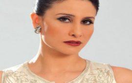 الممثلة أسماء الخمليشي بملابس مثيرة رفقة ثعبان ضخم