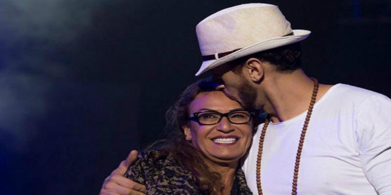 صورة بعد عودته للمغرب.. لمجرد يشارك جمهوره لحظاته العفوية رفقة والدته -صوة