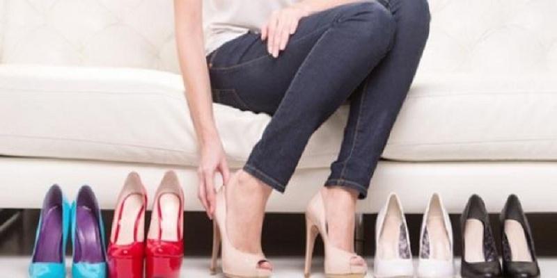 Photo of طرق سهلة لتوسيع الحذاء الضيّق