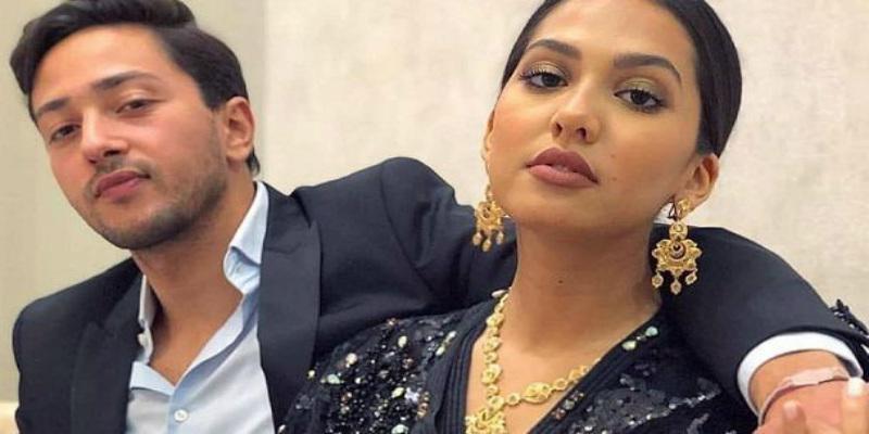 صورة قبلة منال بنشليخة لزوجها تشعل مواقع التواصل الاجتماعية