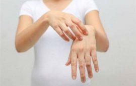 أسباب وعلاج تشقق اليدين في فصل الشتاء