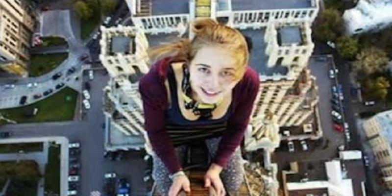 """Photo of """"سيلفي"""" من الطابق الـ 17 ينهي حياة شابة"""
