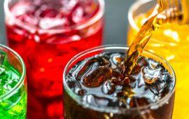 لأول مرة في العالم.. منع إعلانات المشروبات السكرية