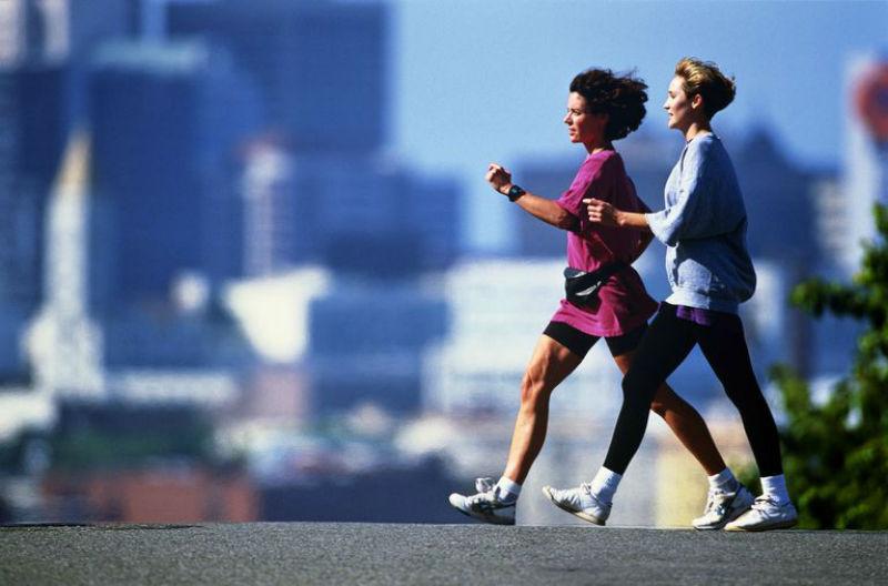 ما العلاقة بين سرعة المشي وصحة عقلك ومناعتك؟