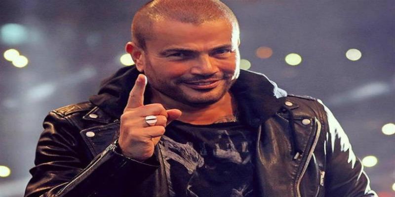 صورة عمرو دياب يضع يده في يد طارق العريان