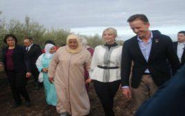 ابنة ترامب تتجول في حقول الزيتون رفقة نساء مغربيات- صور
