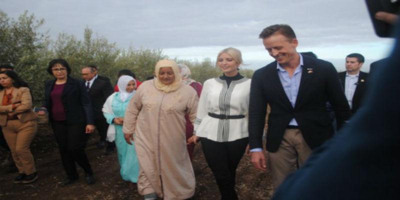صورة ابنة ترامب تتجول في حقول الزيتون رفقة نساء مغربيات- صور