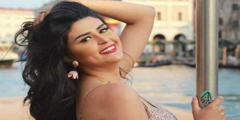 "Photo of فستان سلمى رشيد ""المثير"" يخلق الجدل!"