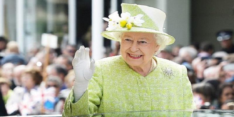Photo of أمور لا يمكن القيام بها أمام الملكة إليزابيت