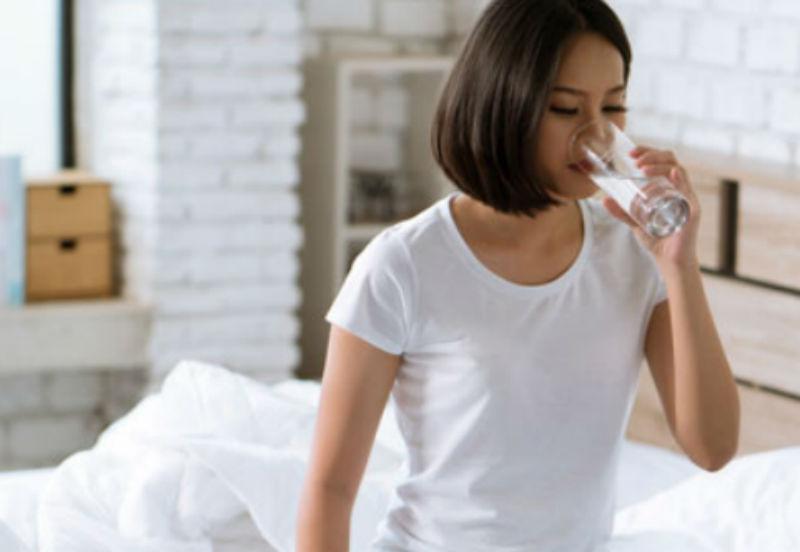 صورة 6 فوائد لشرب الماء على معدة فارغة