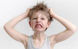 4 أسباب تجعل طفلك عصبيا وعدوانيا