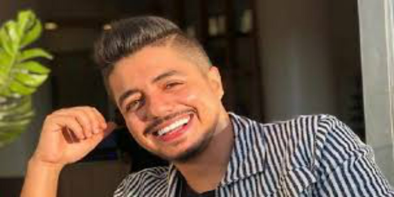 """صورة بعد نجاح """"الشابة"""".. إيهاب أمير يحضر مفاجأة لجمهوره- صورة"""
