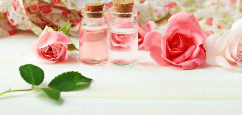 صورة تعرفي على فوائد ماء الورد على بشرتك وجمالك