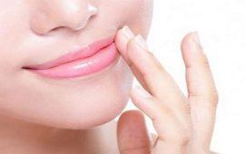 3 وصفات طبيعية للتخلص من السواد حول الفم