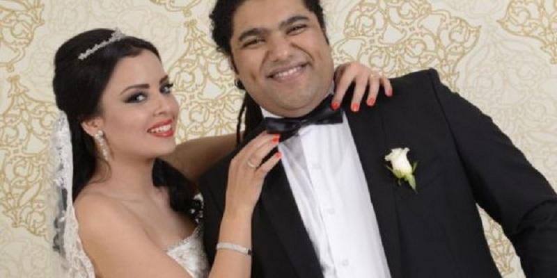 صورة فريد غنام يفاجئ زوجته برسالة رومانسية