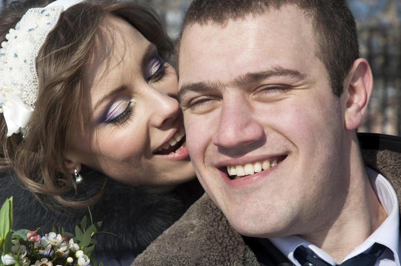 كيف يساعد العض في إثارة الرغبة الجنسية عند الزوجين؟