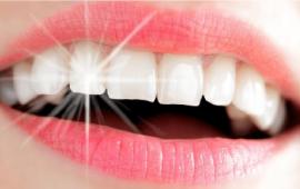 4 وصفات طبيعية لأسنان ناصعة البياض